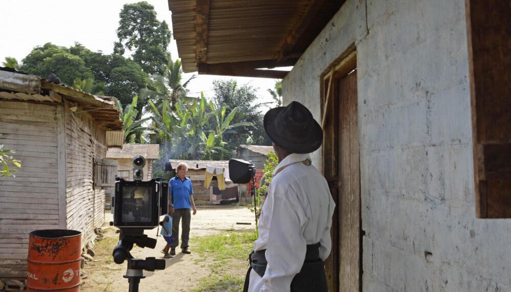 Aan het werk in het dorp Reinout van den Bergh (1)