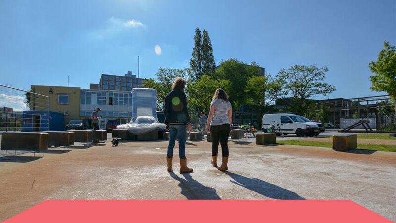 Kunstenares zet tanden in Tilburgs park