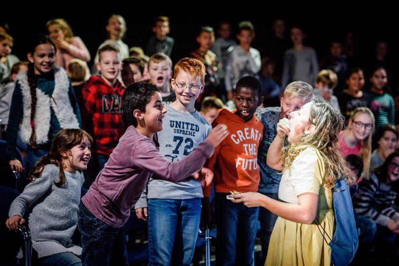 Op maat en afstand: hoe theaters en voortgezet onderwijs in coronatijd samenwerken