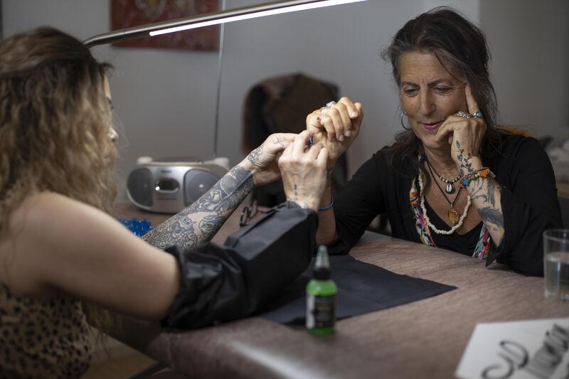 Sekswerkers vragen met Human Rights Tattoo aandacht voor misstanden